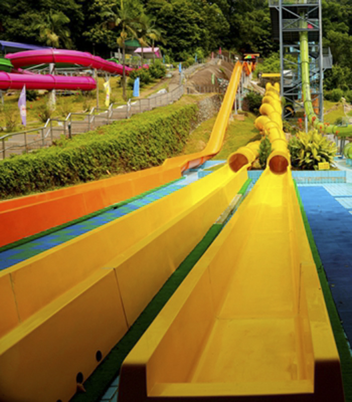 Jiaolong Slide: 12 meters high, 2*82 meters long, 0.8 meters wide, covering an area of 510 square meters