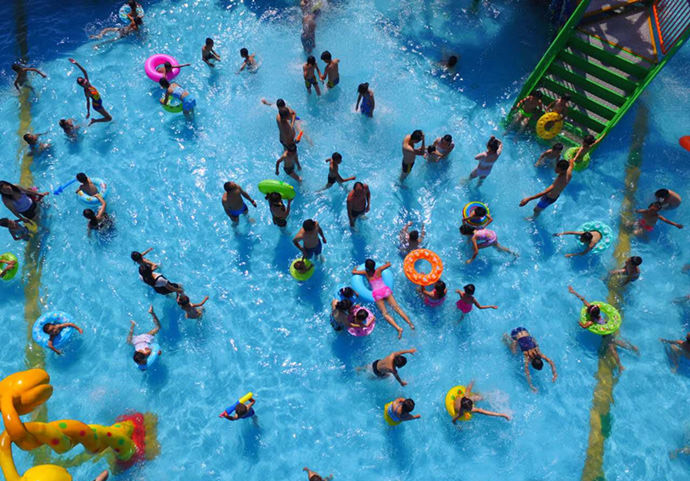Shilong Bay Water Park gives children a happy water world, with Ocean Star Water Village, special water spray sketches, family slides, and standard swimming pools.